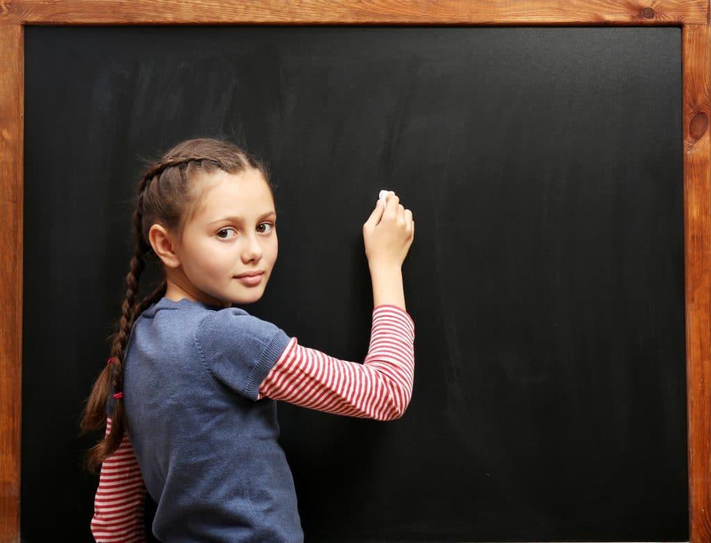 Une élève au tableau